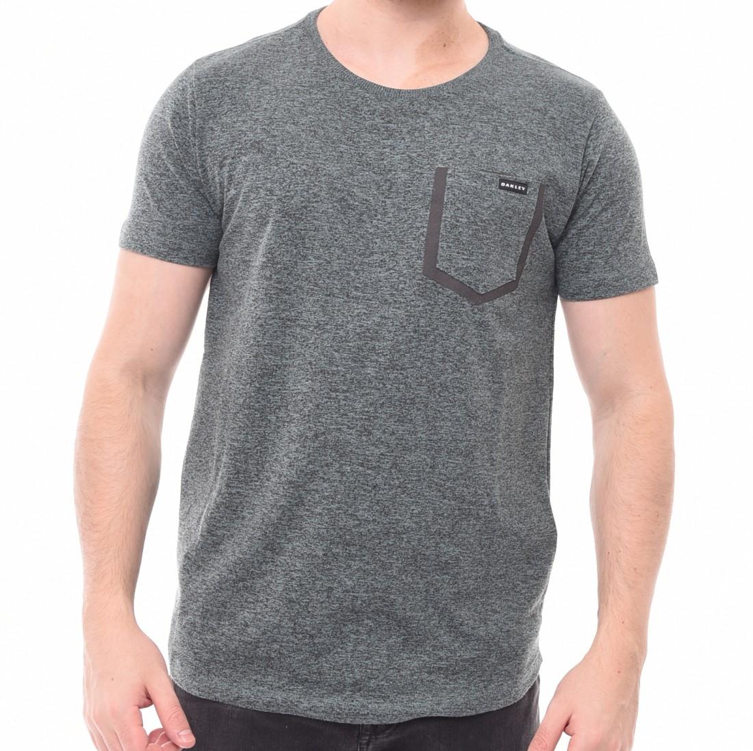 Camiseta Oakley com Bolso Verde Mescla - LM Martins - Veste você por ... 38d8a6d285f30